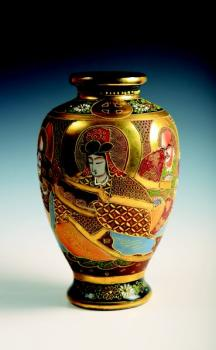 A vase with a geisha and wizards