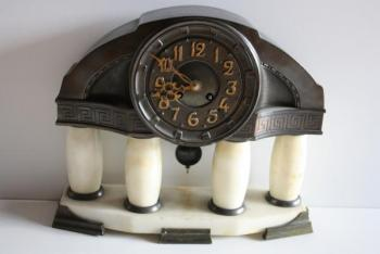 Mantel Clock - alabaster, patinated bronze - 1920