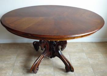 Table with oval plate and central decorative leg