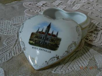 Heart Shaped Box - white porcelain - 1920