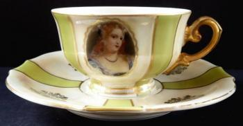 Cup with renaissance portraits of girls - Lesov