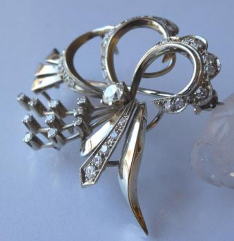 Brooch made of white gold, with diamonds - 1.15 ct