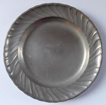 Tin plate with wavy edge