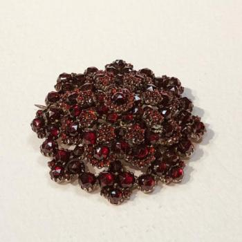 Brooch with Garnet - 1880