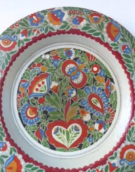 Painted wooden plate, with folk floral pattern