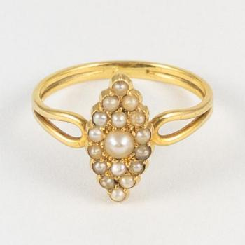 Ladies' Gold Ring - 1890