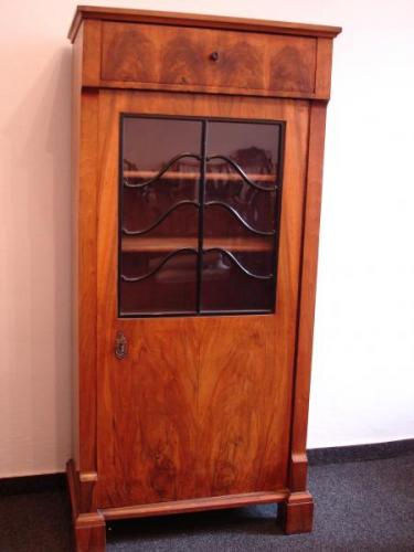 Display Cabinet - walnut veneer, French polish - 1820