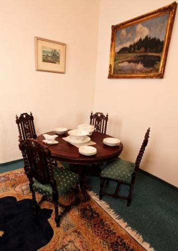 Dining Table - solid oak - 1880